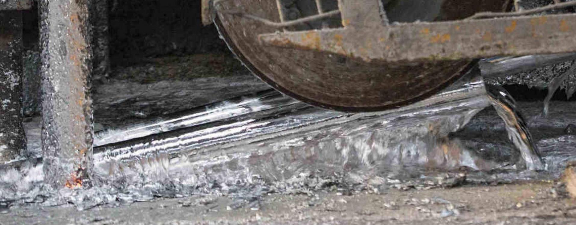 Zincatura a caldo dell'acciaio presso stabilimento di Acciaitubi